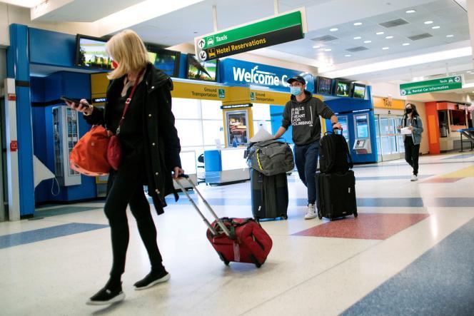 Des passagers en provenance de Londres et arrivant à l'aéroport international JFK de New York, le 21 décembre 2020.